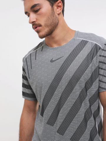 חולצת ריצה Dri-Fit עם דוגמת לוגו ופסים