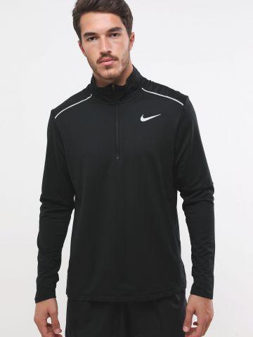 חולצת ריצה עם לוגו וצווארון גבוה