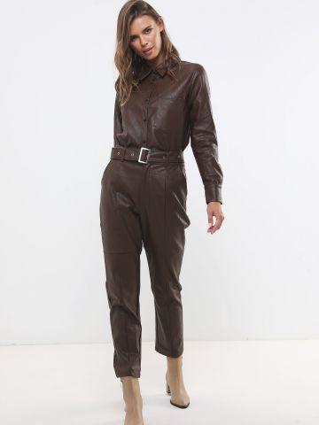 מכנסיים דמוי עור בגזרה גבוהה עם חגורה