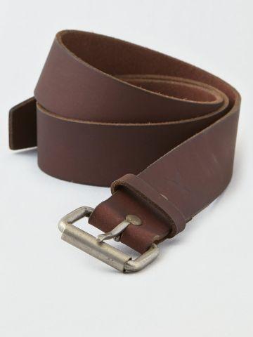 חגורת עור עם חריטת לוגו / גברים
