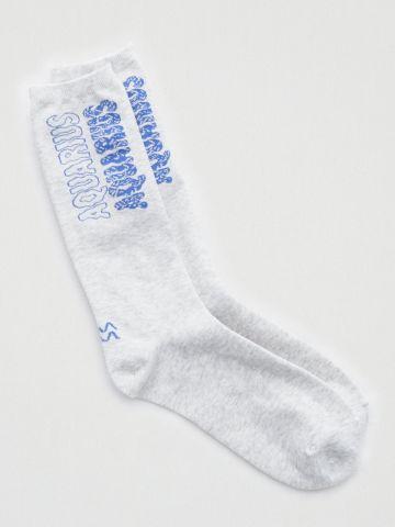 גרביים גבוהים עם הדפס כיתוב / נשים