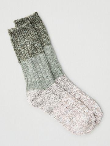 גרביים גבוהים בדוגמת קולור בלוק