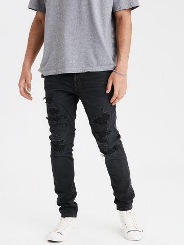 ג'ינס סקיני עם קרעים