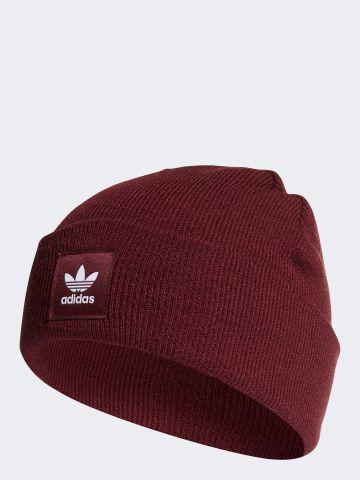 כובע גרב סרוג עם לוגו