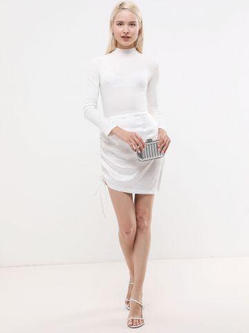 חצאית מיני סאטן עם כיווצים