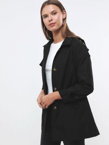 מעיל טרנץ' עם כפתורים בשילוב חגורה