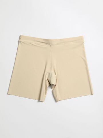 מכנסונים מחטבים עם סיומת גזורה