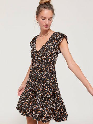 שמלת מיני קומות בהדפס פרחים עם שרוולים קצרים UO