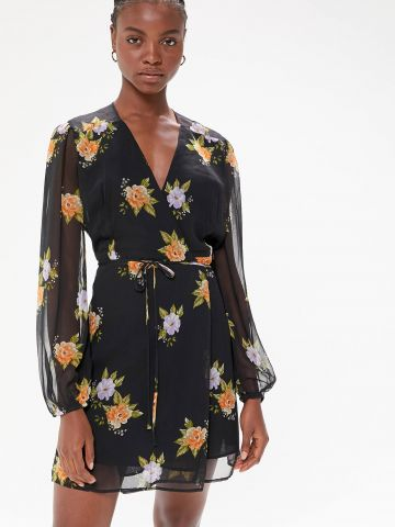 שמלת מיני מעטפת בהדפס פרחים UO