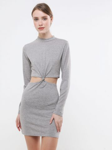 שמלת מיני קאט אאוט עם טוויסט