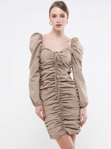 שמלת מיני כיווצים עם שרוולים נפוחים