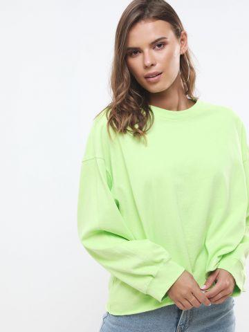 חולצת אוברסייז עם סיומת גזורה