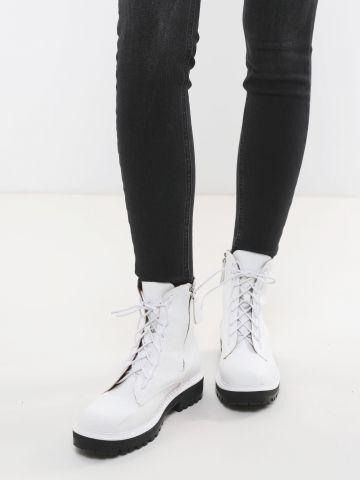 מגפיים דמוי עור עם שרוכים וסולייה צ'אנקי