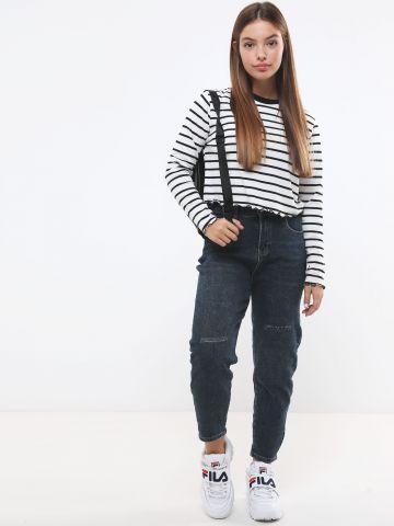 ג'ינס Mom בשטיפה כהה עם קרעים