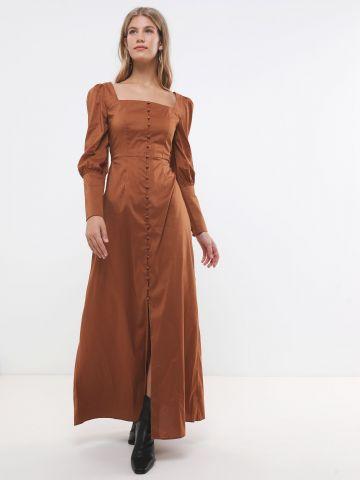 שמלת מקסי מכופתרת עם מפתח מרובע