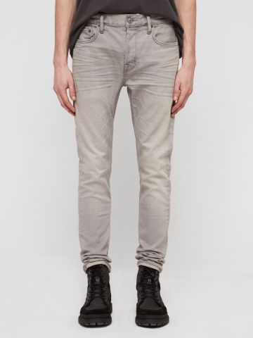 ג'ינס סקיני עם הלבנה