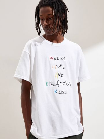 טי שירט עם כיתוב רקום UO Weird hype and creative kids