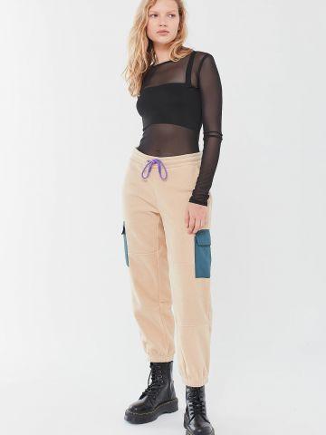 מכנסי טרנינג פליז עם כיסים מודגשים Fila