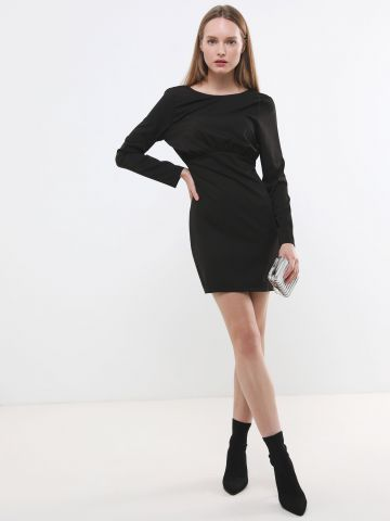 שמלת מיני עם כיווצים ושרוולים ארוכים