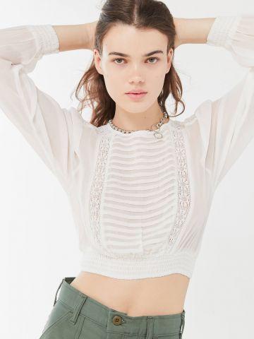 חולצת קרופ עם עיטורי רקמה UO