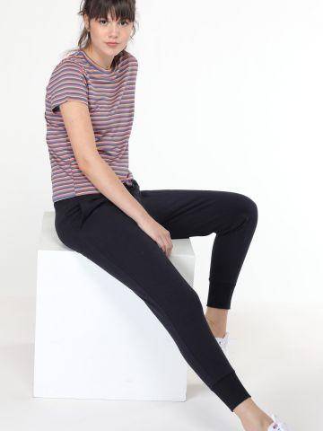 מכנסי טרנינג עם סיומת מנג'טים