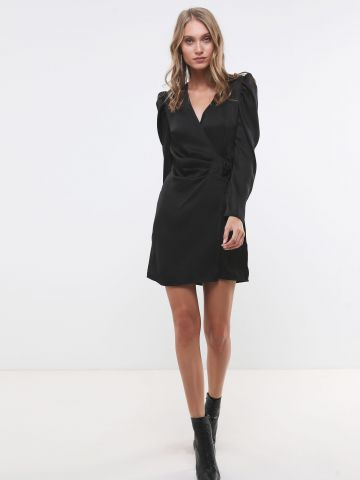 שמלת סאטן מיני בסגנון מעטפת