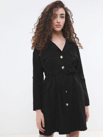 שמלת טרנץ' מיני עם כפתורים וקשירה במותן