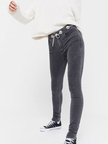 ג'ינס סקיני עם חגורת שרשרת BDG