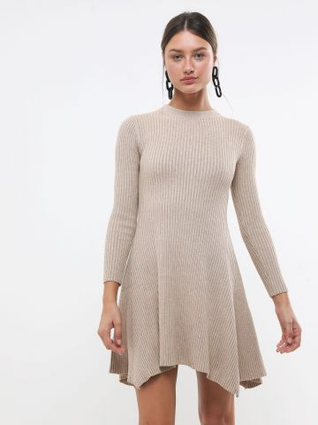 שמלת סריג ריב עם סיומת אסימטרית