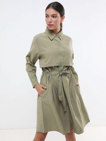 שמלת טרנץ' מידי עם כפתורים וקשירה במותן