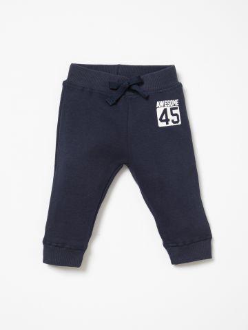 מכנסי טרנינג עם הדפס / 6M-5Y