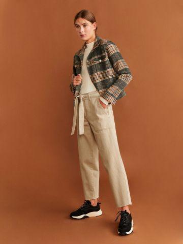 ג'ינס ישר עם חגורת קשירה