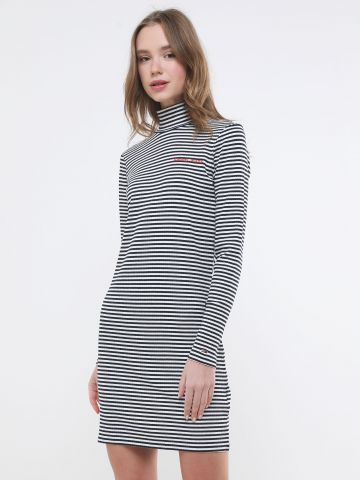 שמלת מיני ריב בהדפס פסים עם רקמת לוגו