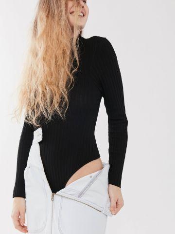 בגד גוף ריב עם מפתח בשילוב קשירה בגב UO