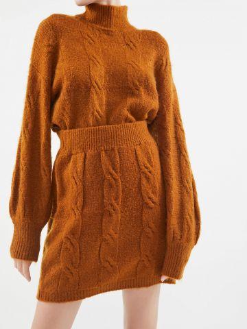 חצאית מיני סרוגה בדוגמת צמות UO