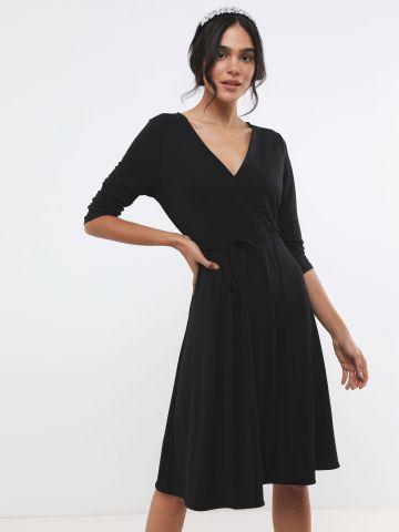 שמלת מעטפת מידי עם חגורת קשירה