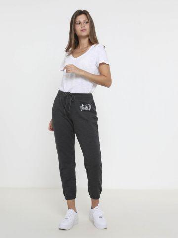 מכנסי טרנינג עם לוגו
