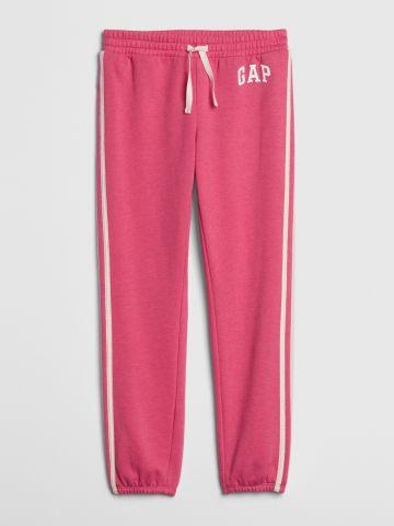 מכנסי טרנינג עם סטריפים ולוגו / בנות