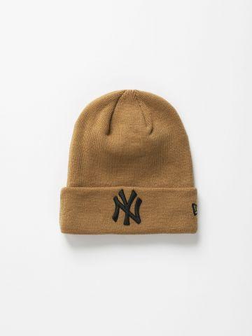 כובע גרב סרוג עם רקמת לוגו / נשים