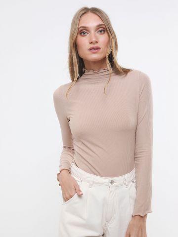 חולצת ריב בייסיק עם שוליים מסולסלים