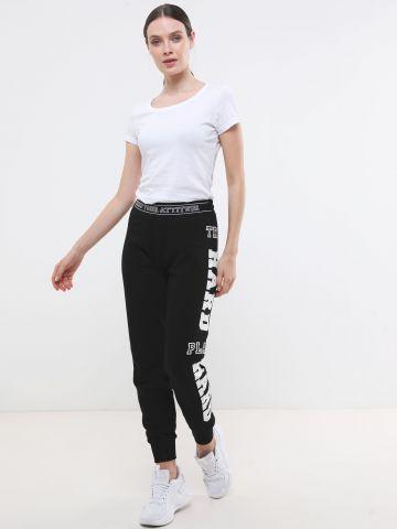 מכנסי טרנינג ארוכים עם הדפס כיתוב