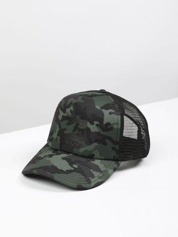 כובע מצחייה קמופלאז' בשילוב רשת עם לוגו / גברים