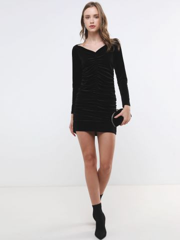 שמלת קטיפה מיני עם כיווצים