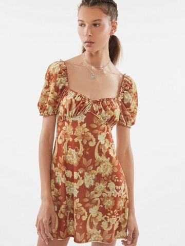 שמלת מיני קטיפה בהדפס פרחים UO