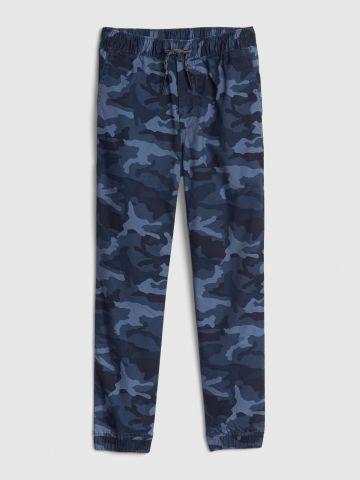 מכנסיים ארוכים בהדפס קמופלאז' / בנים