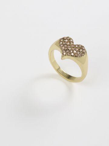 טבעת משובצת בדוגמת לב