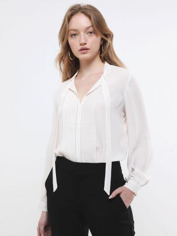חולצה עם עיטורי קפלים ואלמנט קשירה