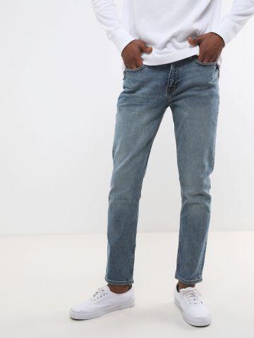 ג'ינס בגזרת Slim-Fit