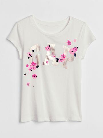 טי שירט עם הדפס לוגו מטאלי ופרחים/ בנות