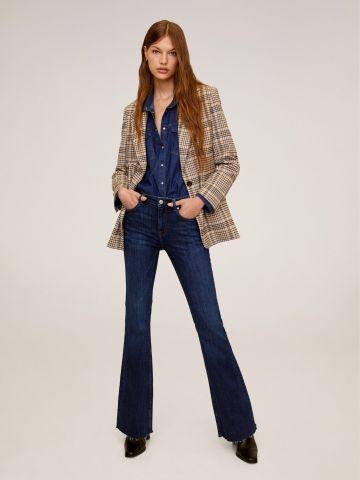 ג'ינס סקיני מתרחבים עם סיומת גזורה